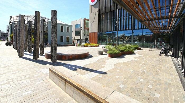 'Vanguard Square
