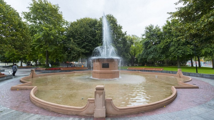 'Bowker Fountain in Victoria Square